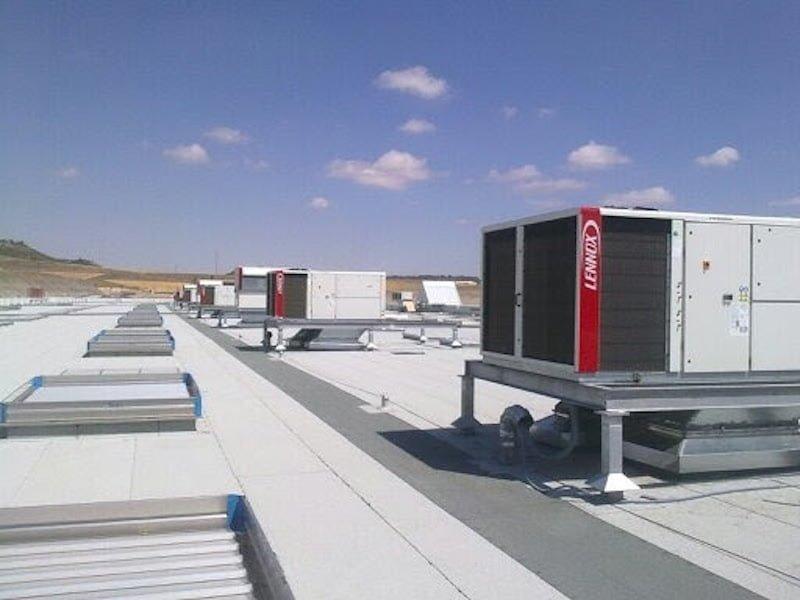 526a7c1a05f70-leroy_bateria_de_roof_tops_con_recuperador